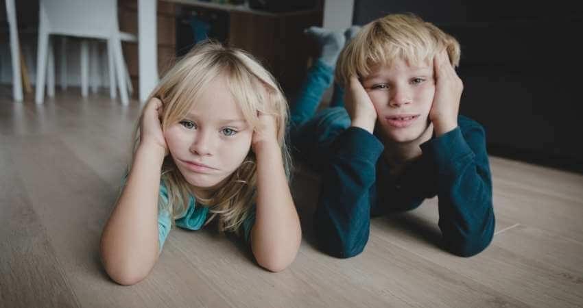 退屈そうな子供たち