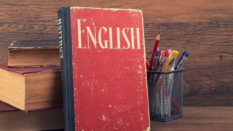 Englishと書かれた本