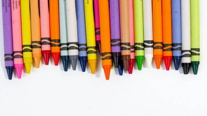 いろいろな種類の色えんぴつ